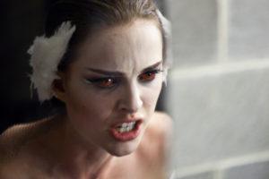 Atuação brilhante em Cisne Negro, rendeu Oscar a atriz e respeito elevado no meio cinematográfico.